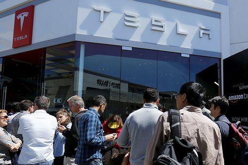 Tesla оставит без работы несколько тысяч сотрудников
