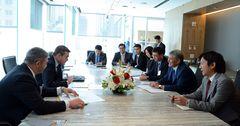 Атамбаев обсудил модернизацию энергетики с вице-президентом General Electric