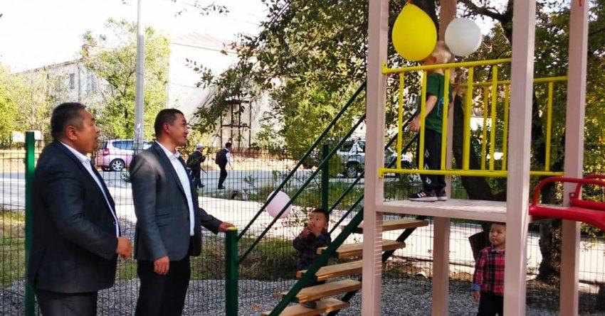 В Бишкеке открыли детскую площадку за 238 тысяч сомов