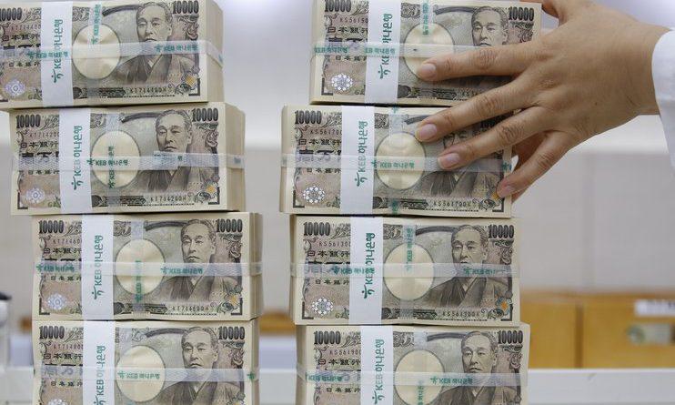 Японских вкладчиков могут обязать платить за банковские счета