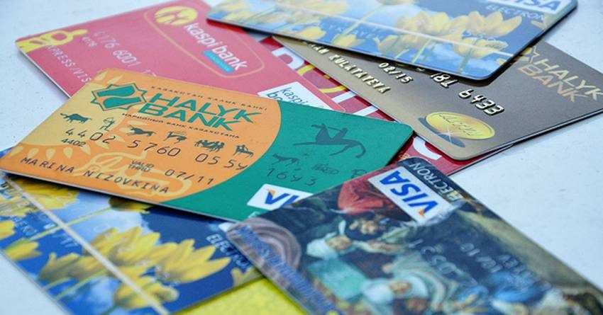 В Казахстане 6 месяцев подряд снижается количество платежных карт в обращении