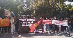 «Когда нашу проблему решат?» — арендаторы «Каравана» вновь вышли на митинг