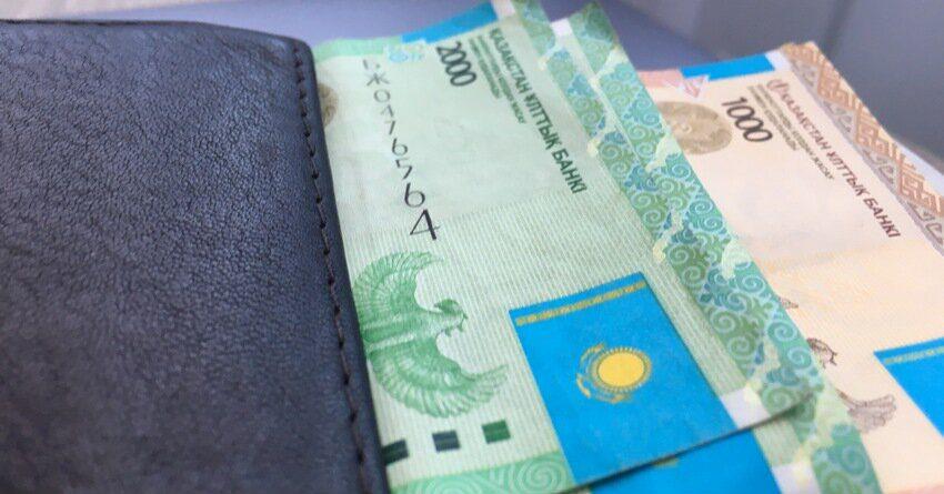 С начала 2019 года денежные переводы в Казахстане сократились вдвое