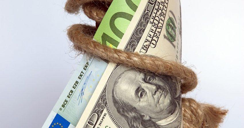 Два комбанка потеряли 4.9 млн сомов иностранного капитала