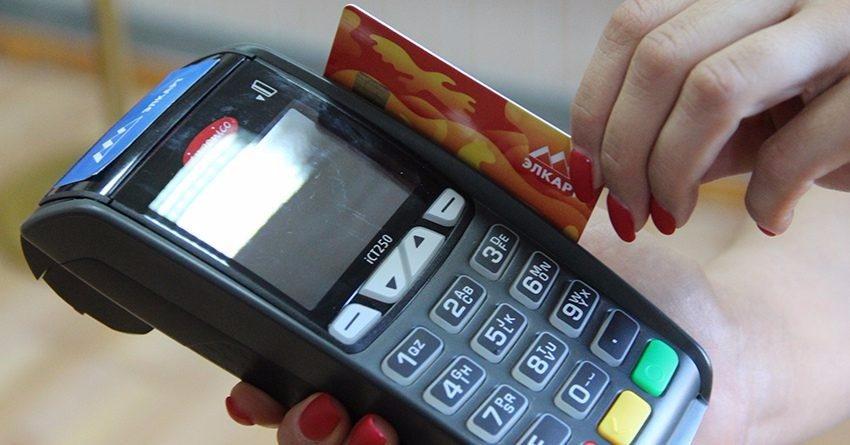 В КР стали в полтора раза чаще оплачивать покупки картами