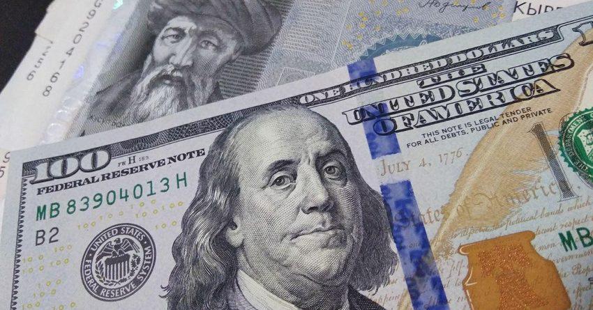 Курс доллара перевалил за 80 сомов