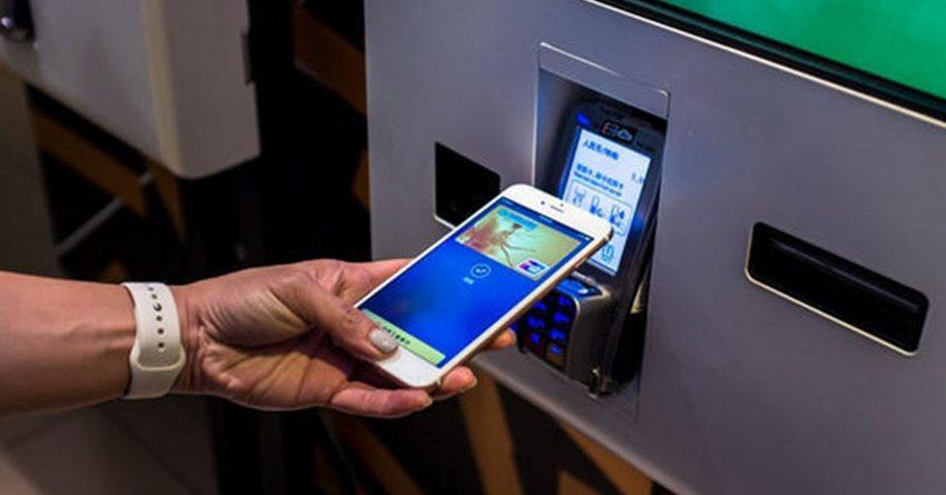 В банкоматах России деньги можно будет снимать через смартфон