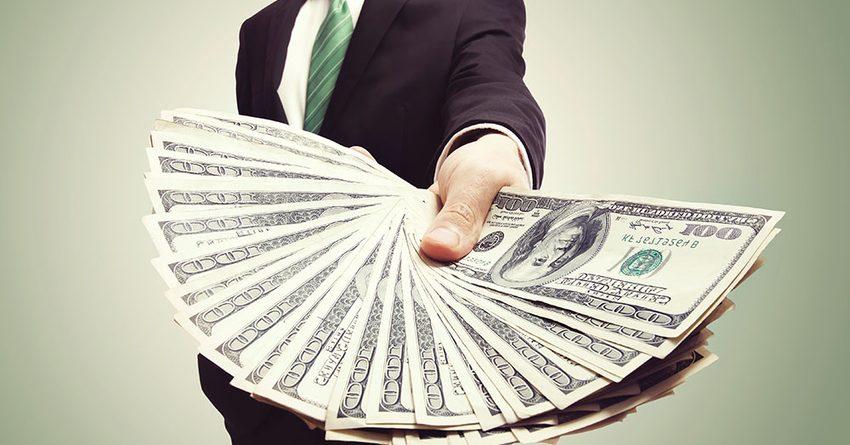 В июне кыргызстанцы взяли у банков в кредит на 18.3% больше