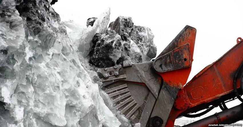 Жогорку Кенеш принял поправки в Водный кодекс о разработке ледников