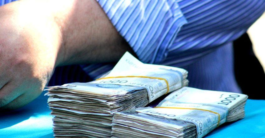 В КР среднемесячная номинальная зарплата за год выросла на $27