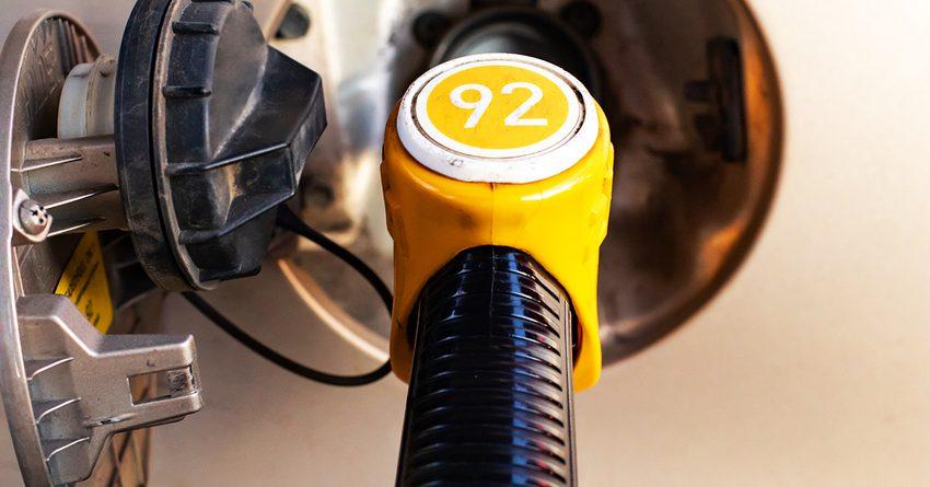 В Казахстане бензин АИ-92 дешевле на 20 сомов, чем в КР