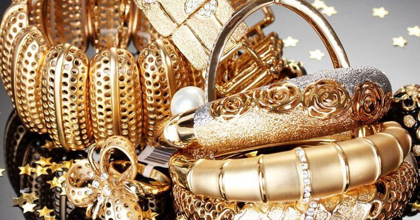 В аэропорту Манас задержана кыргызстанка, пытавшаяся провезти 1.8 кг золота под нижним бельем