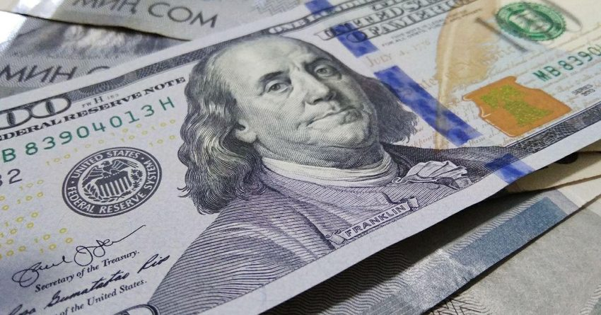 Курс доллара в комбанках вырос до 79.5 сома