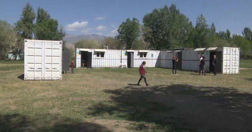 Депутаты требуют решить проблему школы из контейнеров