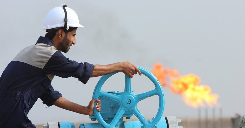 Новак: РФ уменьшает добычу нефти сопережением графика