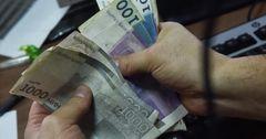 Пенсионеры в Кыргызстане получат выплаты вовремя и с надбавкой
