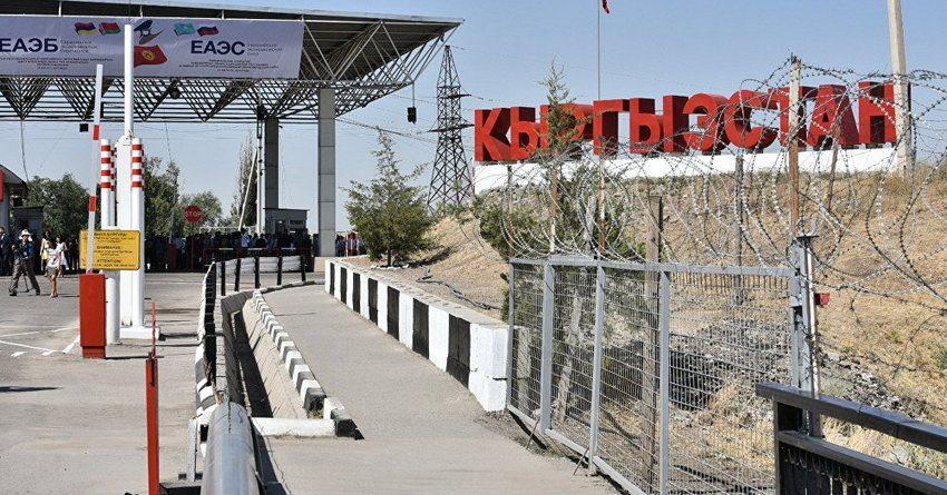 Грузоперевозчиков КР просят воздержаться от пересечения кыргызско-казахской границы