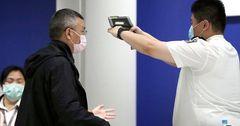 Власти Гонконга выплатят горожанам с COVID-19 по $645