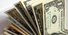 В апреле кыргызский сом укрепился на 4% к доллару