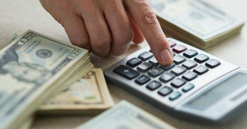 Банки Кыргызстана сократили объем выдачи кредитов в иностранной и национальной валюте