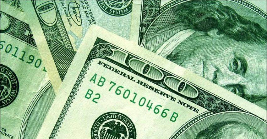 Доллар на межбанковском валютном рынке подорожал на 0.2 сома