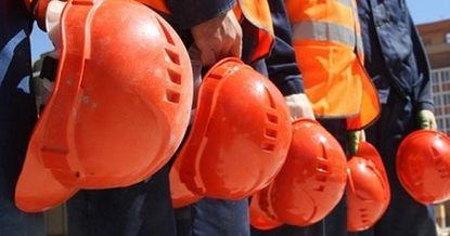 Мигранты из КР пожаловались на работодателя, который задолжал им 1.4 млн рублей