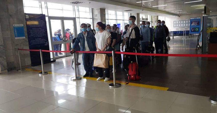 В Бишкек из Новосибирска прибыли граждане КР