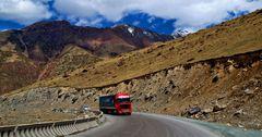 Кыргызстан и Китай обсудили возобновления работы КПП «Торугарт»