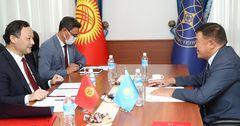 Кыргызстан просит Казахстан снять ограничения на въезд