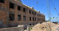Премьер КР поручил разобраться в завышении смет на строительство школ в Узгенском районе