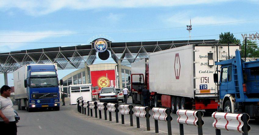 В Кыргызстане операции по импорту и экспорту приостановлены