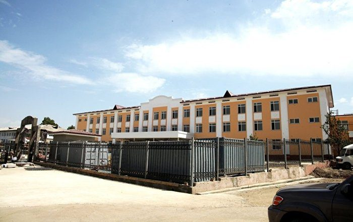 В Бишкеке часть территории школы незаконно отдали под строительство домов