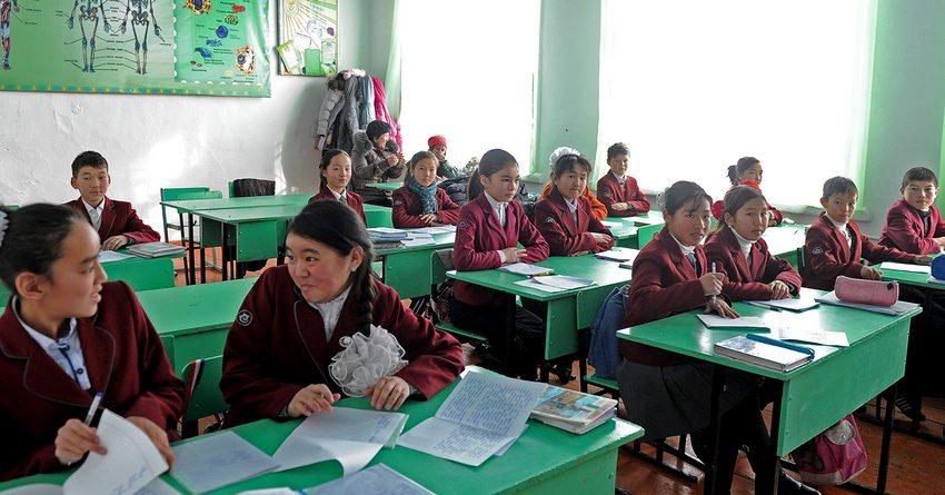 Из бюджета стали меньше выделять денег на зарплату учителям
