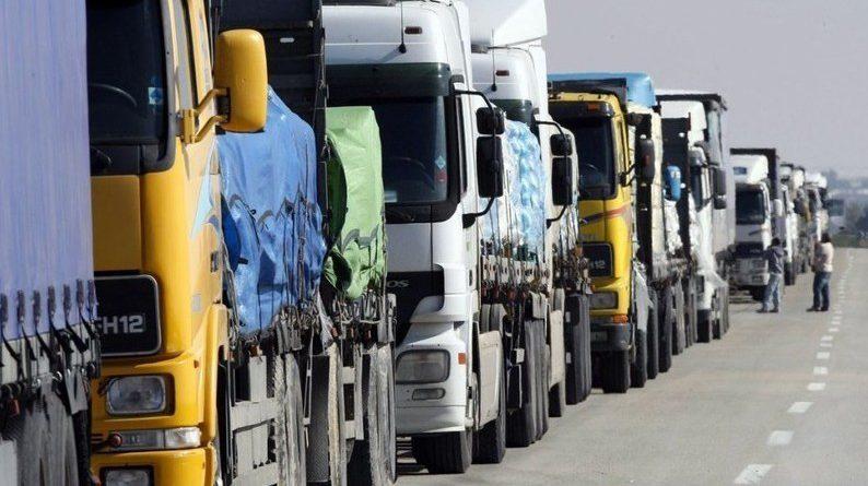 На границе с РК в очереди скопилось 160 грузовых автомобилей