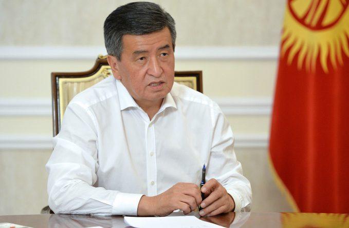 Сооронбай Жээнбеков подписал указ об отставке правительства и премьер-министра