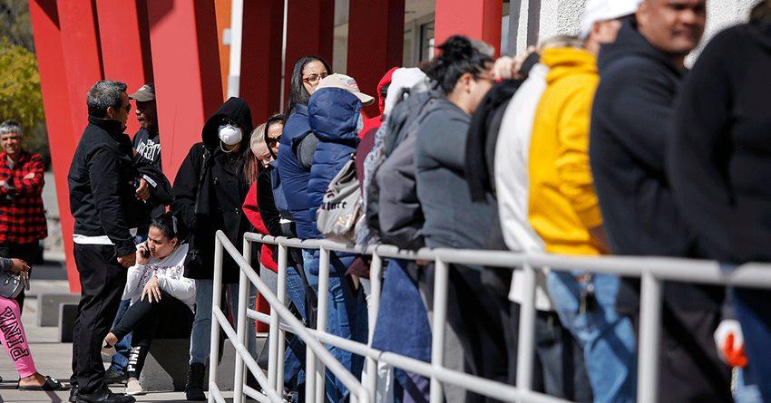 Число заявок на пособие по безработице в США достигло рекордной отметки
