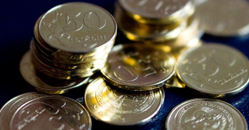 Средний размер зарплаты в КР вырос с начала года на 738 сомов