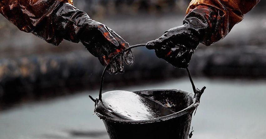 Цена на нефть Brent упала до рекордных $57 за баррель