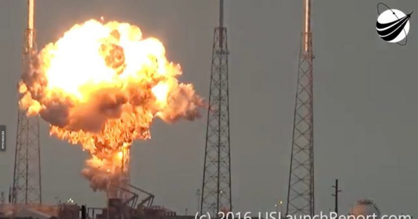 Винтернете появились кадры момента взрыва ракеты накосмодроме мыса Канаверал