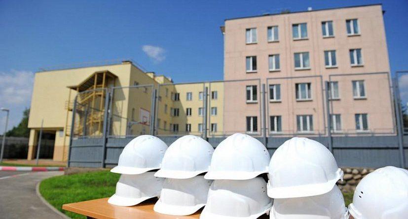 В Кыргызстане школу построили без главного входа. Объявлен новый тендер