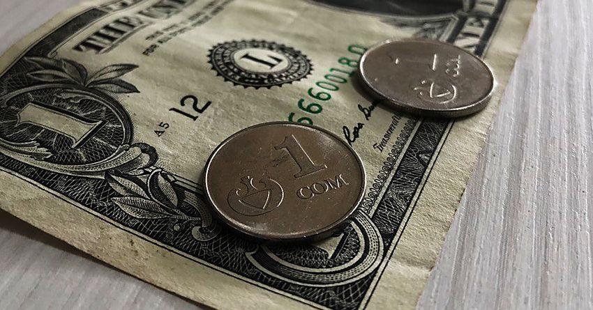 Доллар в комбанках и обменках близится к 82 сомам