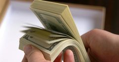 На погашение госдолга с начала года потрачено 7.5 млрд сомов