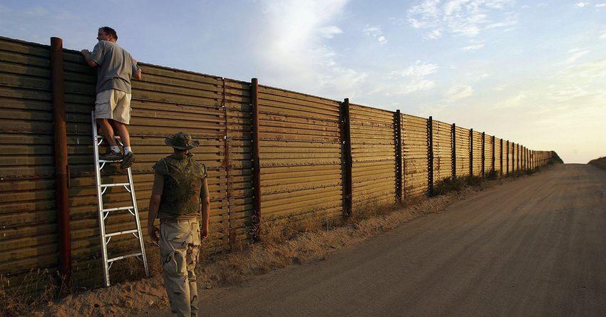 Трамп хочет потратить $4.1 млрд на строительство стены на границе с Мексикой