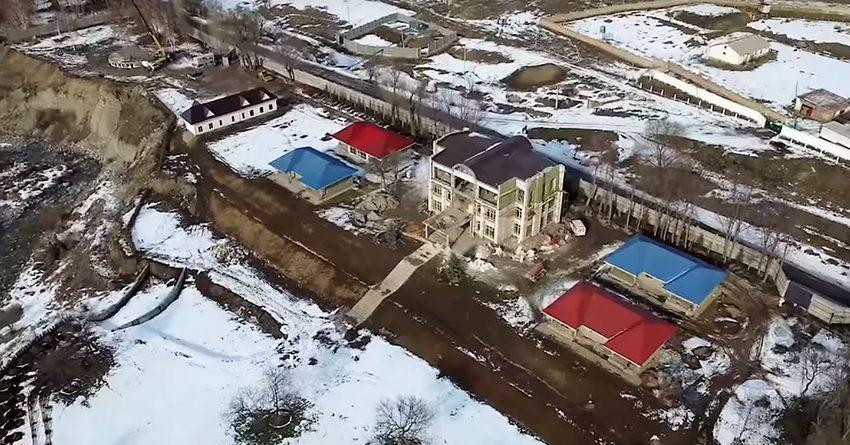«Ата Мекен» сравнила схемы вывода земельного участка ОАО «Дастан» для Бакиева и Атамбаева