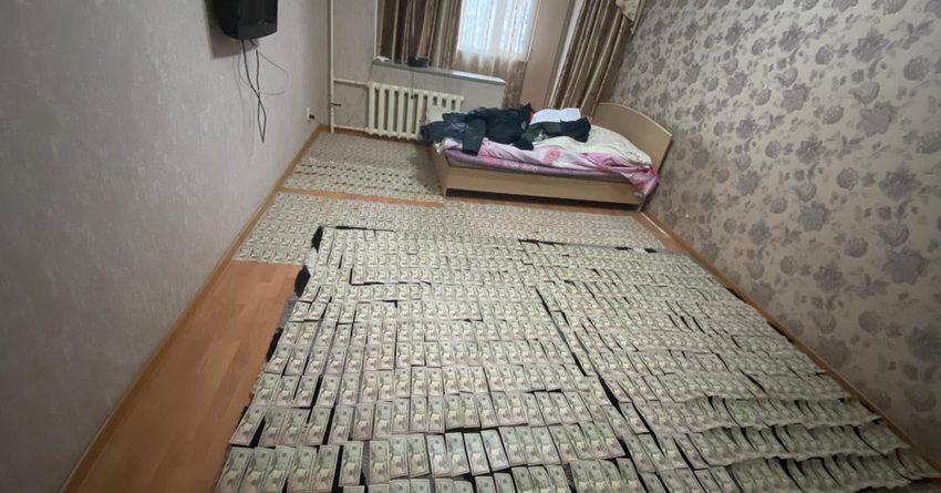 В Кыргызстане сбывали поддельные доллары из стран Ближнего Востока