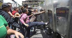 В Венесуэле митинг из-за дефицита еды закончился беспорядками