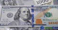 Стоимость доллара превысила 76 сомов