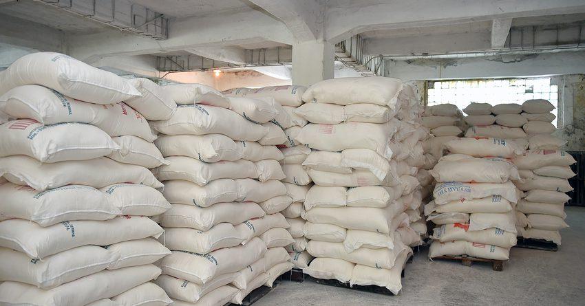 Премьер-министр посетил склады матрезерва в Ошской области