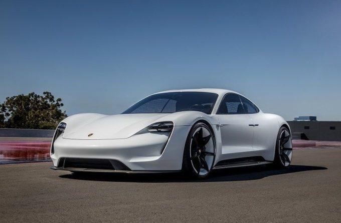 Porsche представил тизер своего первого электроспорткара