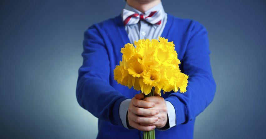 Сколько тратят мужчины Казахстана на цветы к 8 Марта